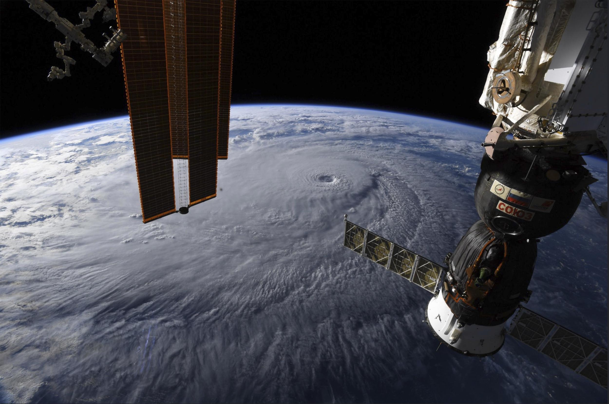 Uluslararası Uzay İstasyonu'ndan inanılmaz kasırga görüntüleri ...