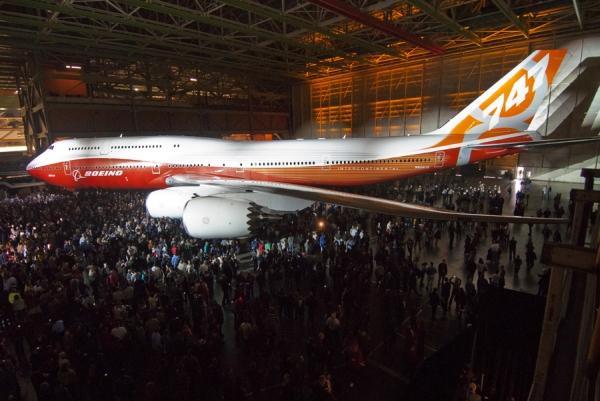 Boeing dünyanın en uzun yolcu uçağını tanıttı 747 8
