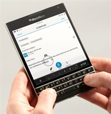 QWERTY klavyeli BlackBerry Passport lanse edildi