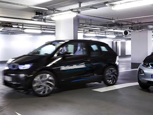 BMW kendi kendine park yeri bulan aracını tanıtacak