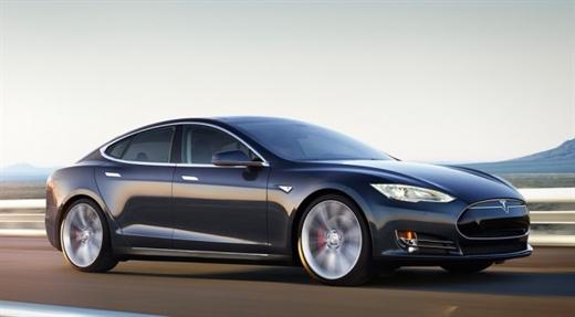 Tesla P85D modeli yazılım güncellemesi ile hızlandırıldı