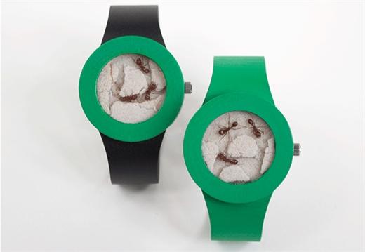 """Zamanı göstermeyen """"Karınca Saati"""" satışa sunuldu"""