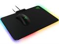 Razer'dan aydınlatma sistemiyle dikkat çeken oyunculara özel fare altlığı: Firefly