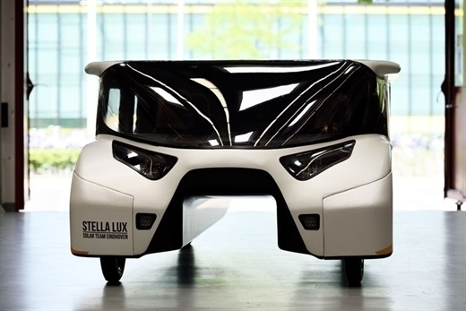 Hollandalı öğrenciler güneş enerjili aile arabası geliştirdiler