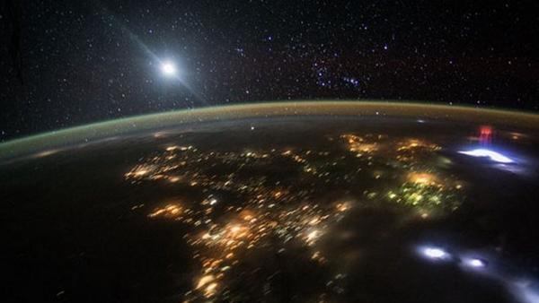 Uluslararası Uzay İstasyonu kırmızı sprite görüntülemeyi başardı