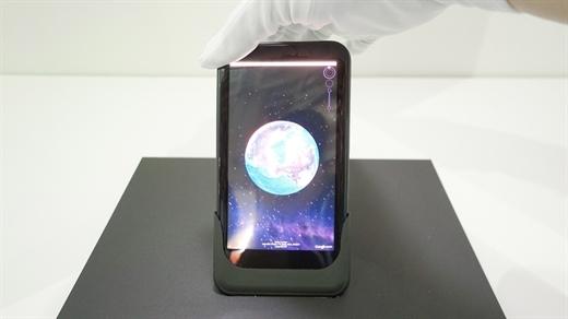 Yeni bükülebilir telefon konsepti bükme hareketleri ile kontrol imkanı sunuyor
