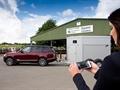 "Land Rover'dan ""şeffaf römork"" ve ""Cargo Sense"" teknolojisi"