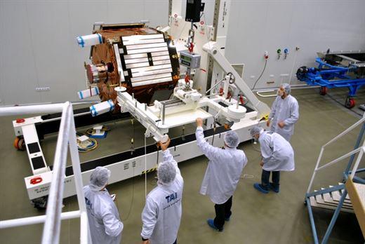 Göktürk-2'nin yanına Türk yapımı bir uydu daha geliyor