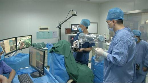 Çin'deki robot diş operasyonunu başarıyla tamamladı